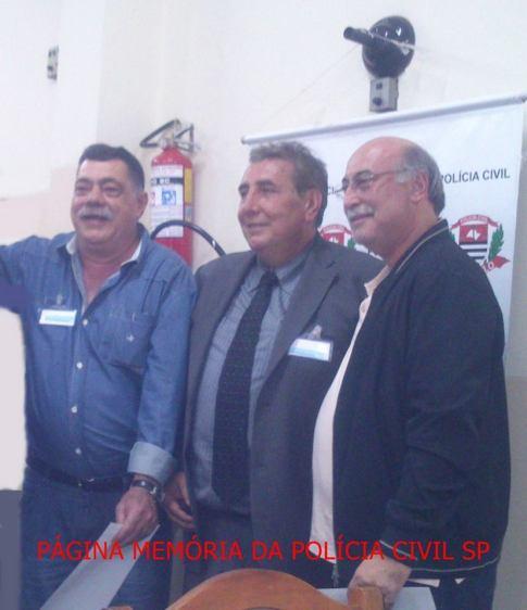 """1º Encontro de Confraternização da """"Velha Guarda"""" da Polícia Civil do Estado de São Paulo, no Restaurante Fuentes, em 25/10/13. Investigadores de Polícia da DISCCPAT- DEIC """"KILO"""", na década de 70, Alfredo Lambiase """"Farofa"""" (hoje Chefe do 1° DP- DECAP, Delegado de Polícia Paulo Roberto de Queiroz Motta. (Titular da Delegacia do Jd. Casqueiro- DEINTER 6) e Abílio """"Português"""" do DECAP."""