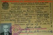 CNH Carteira Nacional de Habilitação, expedida pelo Delegado do DET- Departamento Estadual de Trânsito Carlos A. O. França Carvalho, expedido no Município de São Vicente, em 01 de outubro de 1971. ( Acervo da Investigadora de Polícia Maria Antonia Moraes Cabral Silveira).