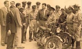 Motocilistas da extinta Policia Rodoviária e Policias Civis.
