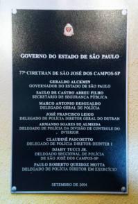 Placa de inauguração das novas instalações da 77ª CIRETRAN de São José dos Campos, em 2.004. Diretor Delegado de Polícia Paulo Roberto de Queiroz Motta.