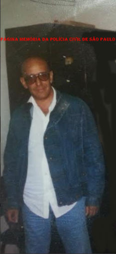 """Investigador da 3ª Delegacia (Furto de Fios) da DISCCPAT- DEIC (Kilo), Lima, conhecido carinhosamente pelos colegas como """"Zé da Ilha"""", década de 80."""