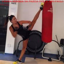 Delegada Raquel Gallinati, em treinamento de Taekwondo.