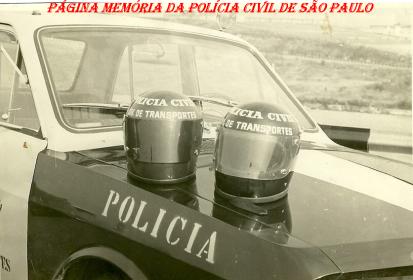 Viatura especial da Divisão de Transportes e capacetes, na década de 70. ( Acervo do Investigador Jair Bloch).