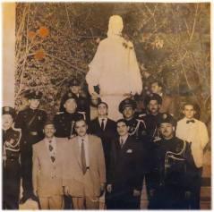 Integrantes da extinta Guarda Civil e policiais do DI- Departamento de Investigações, no jardim da casa do Governador Adhemar de Barros, na década de 50.