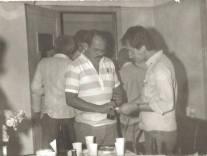 """Investigadores de Polícia Cipriano e Luis Carlos dos Santos """"China"""" (ex- Delegado Geral Adjunto) na 5ª Delegacia de Roubo a Bancos do DEIC, na década de 80."""