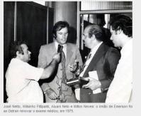 O piloto de Formula 1 Wilson Fitipaldi com o Escrivão de Policia Milton Neves, quando foi ao DETRAN renovar o exame médico de sua Carteira Nacional de Habilitação, em 1.975.