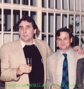 """Equipe Apolo 70 da 4ª Delegacia da DISCCPAT do DEIC (Kilo), Investigadores de Polícia Paulo Roberto de Queiroz Motta (atual Delegado Titular do 2º DP de Cubatão) e Pedro Pedro Antonio Mochetti Mochetti (atualmente advogado especializado em marcas e patentes), décadas de 70 e 80. Integravam a equipe o saudoso Renato Rizzuto """"Renatinho Gordo"""", Orlando Leite Sobrinho e Poletti."""