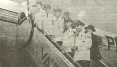 Em 1956, os guardas civis - Aristides de Medeiros Brito; Paulo Oliveira de Moraes; Assir Bradbury; Wlater Hutenlocher e Nazaiano Pereira, conquistaram bolsas de estudo para estagiarem durante seis meses nos Estados Unidos, estudando a organização de trânsito daquele país. Na foto, eles são vistos durante o embarque. Um dos grandes méritos da Guarda Civil era prestigiar e dar oportunidades iguais para todos os seus integrantes, independente das graduações.