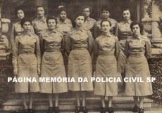As primeiras 13 integrantes da extinta Polícia Feminina SP, estagiárias da 1ª turma, em 1955.