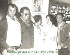 Investigadores de Polícia Brugunholi; Galdi; Moça de colar (?); Operadora de Telecomunicações Elisabete Marasia e Adelque Bozzeli, em 1.977.