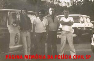 """Investigadores de Polícia da Apolo 20, da 1ª Delegacia de Roubos da DISCCPAT- DEIC (Kilo) Camarguinho, Julinho """"in memoriam"""", Jonas Filho Vieira de Mello Filho e o lendário Geraldo """"Jacareí"""", na década de 70."""