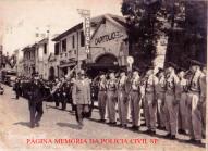 General do EB, em revista à extinta Guarda Civil do Estado de São Paulo, defronte a Escola de Polícia da Rua São Joaquim, na década de 60.