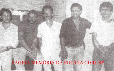 """Equipes Apolo 94 e 98 da Delegacia de Roubo a Bancos da DISCCPAT: Investigadores Caetano, Sergio """"Xuxa, in memoriam"""", Paulo, Moura e Tadeu, final dos anos 80."""