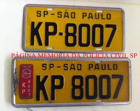 Antigas placas de veículos.