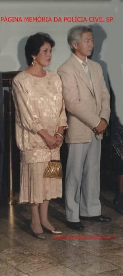 Investigador de Polícia da DISCCPAT- DEIC, Momoki Akimoto e esposa, final da década de 80.