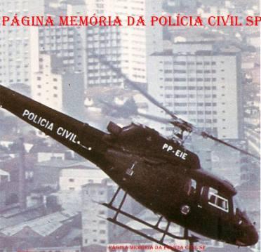 Helicóptero Pelicano da Polícia Civil em deslocamento, em 1.987.