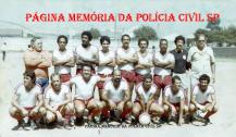 """Equipe de futebol da Delegacia de Roubos- DISCCPAT- DEIC (Kilo), em 1.982, no Estrela do Parí: À partir da esquerda, Investigadores Rubinho """"Gordo"""", Lourival Carneiro (Crioulos Doidos), Erick (pai do jogador Betão que jogou no Corinthians), Renatinho, Mauro, Euripes Melão, Edgar """"in memorian"""", Cláudio e Nelson """"Zoio"""" """"in memorian"""". Agachados: Hermínio """"Guarda Belo"""", Ratti, Delegado Edson, Celsão Cruz, Perito Ricardo, Gibinha """"in memorian"""" e Adalberto """"Pincel""""."""