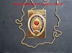 Distintivo de Investigador de Polícia modificado com fundo dourado.