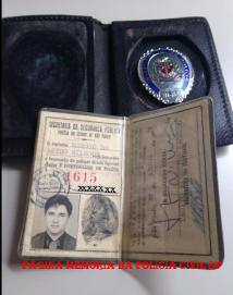 """Carteira Preta e distintivo do """"Corpo de Segurança de São Paulo"""" do então Investigador Márcio De Castro Nilsson (hoje Delegado Titular do 36º DP do DECAP (Vila Mariana). — com Márcio De Castro Nilsson."""
