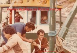 Investigadores de Polícia em Pescaria na Ilhabela, Oscar Matsuo, Antônio Carlos Galdino, Luis Carlos dos Santos (hoje Delegado) e na cabine Edson Champs, na dácada de 70.