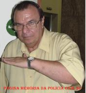 """Gil Gomes, um dos maiores nomes do Jornalismo policial brasileiro e sempre disposto em colaborador com a polícia, aos 73 anos de idade, encontra-se com seu estado de saúde muito debilitado. O apresentador, que sofre do mal de Parkinson, está necessitando de cuidados especiais. Em entrevista, ontem dia 03/12, pessoalmente o grande amigo Gil Gomes disse que embora estar morando sozinho e acometido de """"Mal de Parkinson"""", está amparado pela família e sua situação econômica é estavel."""