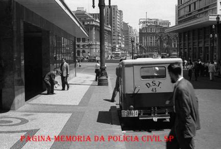 Viatura da DST- Diretoria de Serviço de Trânsito, criado em 1.903, no ano de 1967, passou a ser DET/SP- Departamento Estadual de Trânsito de São Paulo.