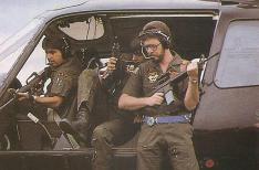 """Serviço Aerotático da Polícia Civil - SAT. Criado em 1987. na foto, pilotando a aeronave Pelicano, o ex-Delegado geral, Maurício José Lemos Freire; Investigadores Gilberto Teixeira """"Gigi"""" e Mário Gonçalves, em 1987."""