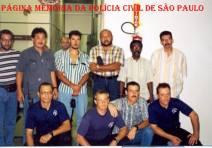 "Equipe de Investigadores do GARRA, final da década de 80: De pé, o segundo à partir da esquerada Hugo Hira e o quinto, Dorival Candel Ruiz ""in memorian""."