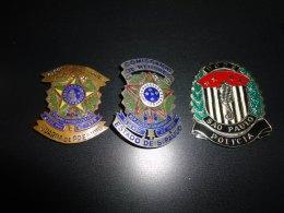 Distintivos de extinto cargo de Guarda de Presídio, de Comissário de Menores e do DOPS.