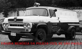 Viatura de marca Ford- F 100 (Camburão) da Casa de Detenção quando pertencia a Secretaria de Segurança Pública, na década de 60.