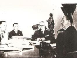 Comando da Guarda Civil de São Paulo despacha com o governador, Dr. Adhemar de Barros. Comandante Benone Simões, Sub Armando Motta e Chefe de Divisão, Daniel Lopes Teixeira (1965).