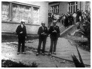 """Foto tirada em 3 de outubro de 1968, no episódio que ficou conhecido como """"A Batalha da Maria Antônia"""" onde estudantes da Faculdade de Filosofia, Letras e Ciências Humanas da Universidade de São Paulo e da Universidade Presbiteriana Mackenzie entraram em confronto, vemos alguns policiais da Divisão Reserva da Guarda Civil."""