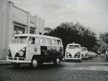 Viaturas VW Kombi, década de 70.