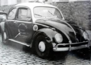 """Viatura VW Sedan """"Fusca"""", na década de 60."""