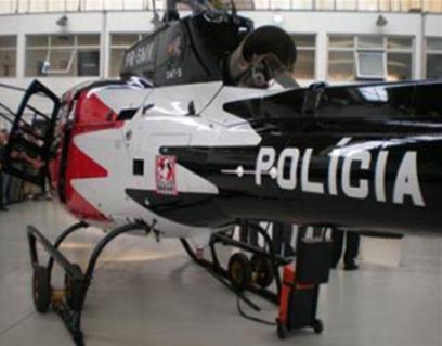 Aeronave Pelicano pintada nas cores vermelho, preto e branco - SAT 5 (anos 2000).