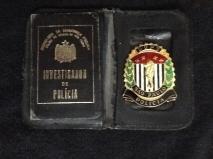 """Carteira Preta com distintivo do DOPS do Investigador de Polícia Joaquim C. Mello, o """"Carioca"""". Estas carteiras só foram expedidas até a década de 70. (enviado pelo seu filho, Policial Civil Francisco Mello, Seccional de Santo Andre)."""