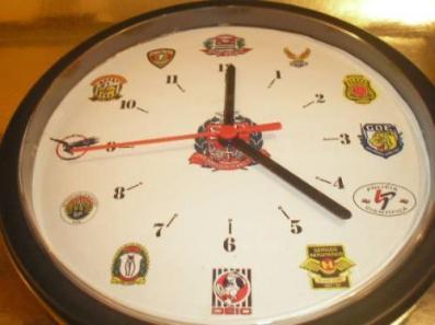 Relógio com os símbolos dos Departamentos da Polícia Civil.