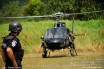 Helicóptero Pelicano do SAT- Serviço Aerotático do DEIC, com policiais do GARRA. (da página do GARRA no Facebook).