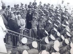 Visita do então governador Ademar de Barros ao quartel da Polícia Marítima, na Avenida Conselheiro Nébias, em 1964, logo após o golpe militar. O governador fala aos policiais. Foto enviada a Novo Milênio por Carlos Galante em 23 de março de 2009.