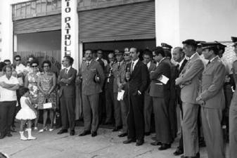 Inauguração da Rádio Patrulha de Dracena, em 1.966. Discursa o então Delegado de Policia Victor, vendo-se na foto o radialista Fernando Siqueira, o Prefeito de então Florindo Tabacchi, autoridades civis e militares.