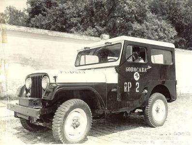 Viatura Jeep da Rádio Patrulha do Município de Baurú, na década de 60.