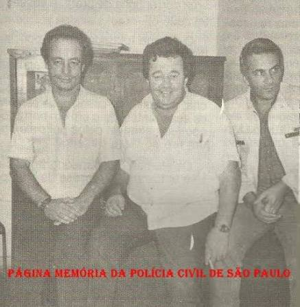Equipe Apolo 91 da 5ª Delegacia de Roubo a Bancos da DISCCPAT- DEIC, na década de 80: À partir da esquerda Agentes Policiais Losada e Zé Bombeiro; e Investigador Expedito.