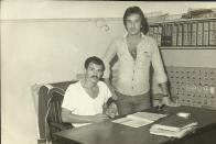 Primeiro Distrito Policial de Santos em 1.979, com o Investigadores Alberto Teixeira e Italo Miranda (atual Delegado Seccional de Jundiaí).