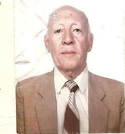 """Escrivão de Polícia ADALBERTO DA COSTA SAMPAIO """"in memorian"""". Foi Chefe dos Escrivães da Delegacia de Roubos, do antigo DI Departamento de Investigações. No início dos anos 60, quando foi Secretário da Segurança de São Paulo o Coronel e Deputado Cantídio Nogueira Sampaio, seu primo, Adalberto exerceu o cargo de Oficial de Gabinete. Usou sua influência para ajudar aos colegas de classe e a todos policiais, policiais ou não, que a ele acorriam em momentos difíceis. Homem de bom caráter, devoto e fiel seguidor da doutrina de São Lucas, foi distinguido com uma licença especial da Santa Sé para ministrar alguns ritos sacramentais. Integrou, por duas vezes, o Projeto Rondon, educando jovens pelos sertões afora, sempre ao lado da sua eterna companheira Nerina, de quem jamais discordava. Sem ferir sua reconhecida modéstia, desse feito ele se orgulhava muito. E, sempre risonho, contava algumas passagens pitorescas registradas com os alunos. Em 1932, com apenas 16 anos, Adalberto ingressou na então Força Pública, tendo sido ordenança de Armando de Salles Oliveira, Interventor em São Paulo e criador da USP. Dez anos depois, passou para Escrivão de Polícia, cargo em que pontificou, destacando-se entre os melhores do seu tempo. Foi autor do livro """"Apontamentos sobre Inquérito Policial"""", cujos direitos doou à Associação dos Escrivães de Polícia. Aos 96 anos de idade, faleceu aos 16 de junho de 2.012, em São Paulo, Capital, Memorável Escrivão de Polícia, Professor, Escritor e Teólogo Adalberto da Costa Sampaio, deixando viúva sua dedicada esposa, Sra. Nerina da Costa Sampio, de 94 anos, filhos, netos e bisnetos."""
