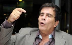 Reporter policial Wagner Montes: Começou sua carreira como repórter policial na Super Rádio Tupi do Rio de Janeiro, em 1972 . Cinco anos depois, entrou para a equipe do programa Aqui e Agora, da TV Tupi. Foi contratado em 1980 pelo SBT, onde permaneceu 17 anos. No SBT participou de programas como O Povo na TV, Jornal Policial, Clube dos Artistas, Musicamp e Musidisc, além de ter sido jurado do Show de Calouros3 . Em 5 de novembro de 1981, sofreu um acidente de triciclo na Zona Sul carioca e precisou amputar a perna direita. Também trabalhou nas rádios Rádio Record e Rádio América em São Paulo, e na Rádio Manchete, no Rio. Em junho de 1997 foi contratado pela Rede CNT, na qual comandou 190 Urgente, Na Boca do Povo e Em Cima do Fato.