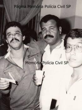 """Investigadores de Polícia Antão """"in memorian"""", morto em combate, Valter Correa """"Tigrão"""" e o Escrivão Mané, da Delegacia Roubo a Bancos, em 1.985."""