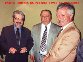 Na década de 90, os saudosos ex diretores do DEIC, Drs. Expedito Marques Pereira, Jorge Miguel e à direita o ex policial civil Nelson Precioso, posteriormente Delegado da Polícia Federal. Acervo do Delegado Roberto Maurício Genofre. https://www.facebook.com/MemoriaDaPoliciaCivilDoEstadoDeSaoPaulo/photos/a.359815487474362.1073741848.282332015222710/1075979685857935/?type=3&theater