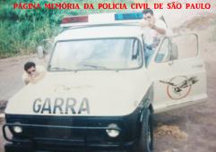 GARRA da Seccional de Piracicaba, em 1.996. À esquerda Agente Policial Alexandre Lopes, ladeado pelo Investigador Paulo Cardoso.
