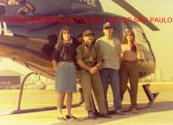 "Ao lado do Pelicano do SAT- Serviço Aero Tático, alunos da Academ ia de Policia,e de uniforme, o saudoso chefe dos Investigadores Gilberto ""Gibinha"", em meados da década de 90. https://www.facebook.com/MemoriaDaPoliciaCivilDoEstadoDeSaoPaulo/photos/a.395368417252402.1073741855.282332015222710/1317689841686917/?type=3&theater"