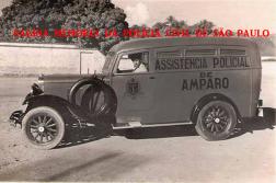 Viatura de marca Chevrolet da Assistência Polícial do Município de Amparo, utilizada até o início da década de 30. Observe-se as rodas de madeira. Crédito à Fernando Garcia, publicada em A Tribuna do Povo de Amparo, enviada pelo Delegado Marcelo Lessa..
